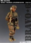 Soviet Soldier with Panzerfausts 1943-45 / 1:35