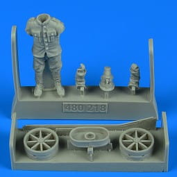 German or Autro-Hungarian WWI aircraft mechanic with cart / 1:48