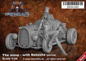 The Wasp with Natasha posing - Steam Punk Vehicle / 1:24