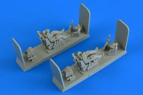 Modern Soviet Fighter Pilot and Operator with ej. seat for MiG-31 Foxhound / 1:48